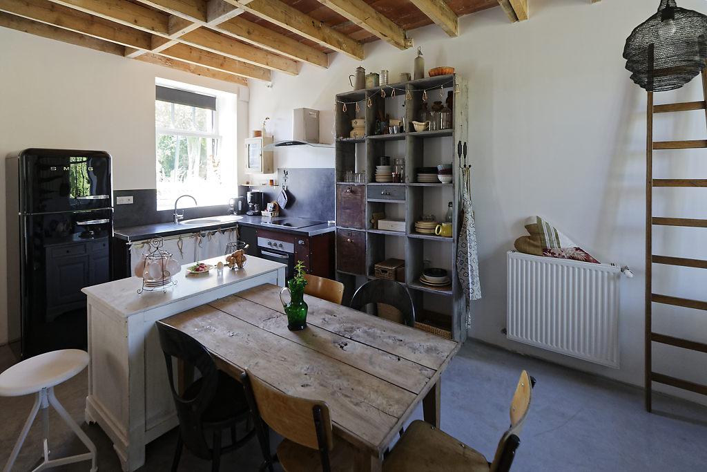Cuisine et salle à manger gîte L'Atelier des curiosités - Atelier and Cow