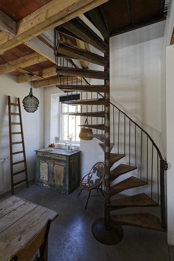 Escalier gîte l'Atelier des curiosités - Atelier and Cow